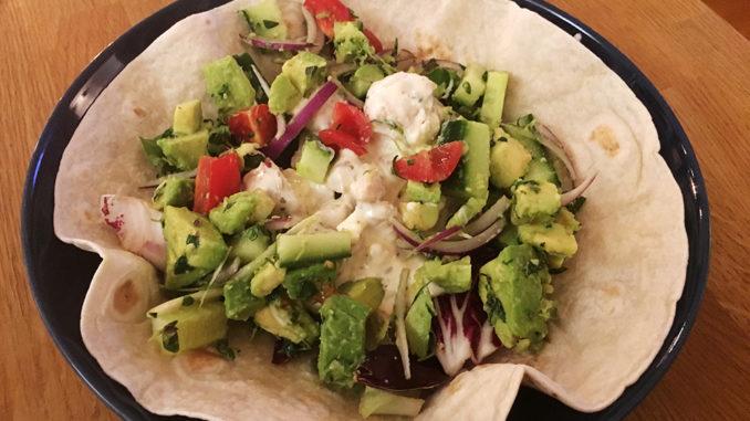 Öppen kycklingwrap med fetaost och avokado
