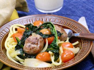 Salciccia som blev till köttbullar. Korv utan skinn rullade till köttbullar med pasta