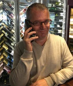 Skövde Vin & Delikatessmässa -Albert i telefon