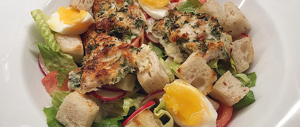 Halloumipanerad kyckling med bondsallad och egna tomater