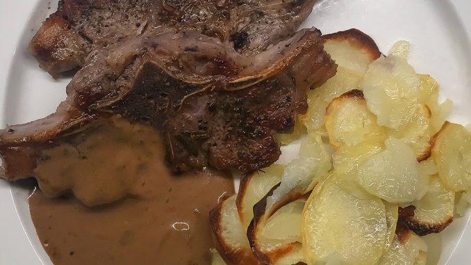 lammkotletter med gorgonzolasås och pommes Anna