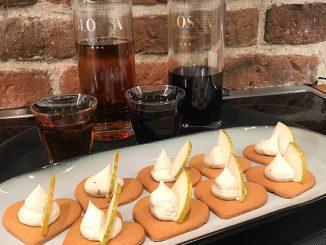 Digitalt glöggmingel med pepparkakor, ädelostcreme och päron