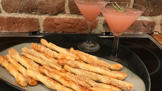 Smördegspinnar med parmesanost och sesamfrön