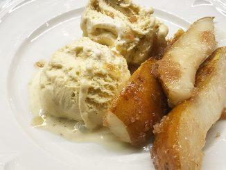 vaniljglass med smör & råsockerstekta päronklyftor