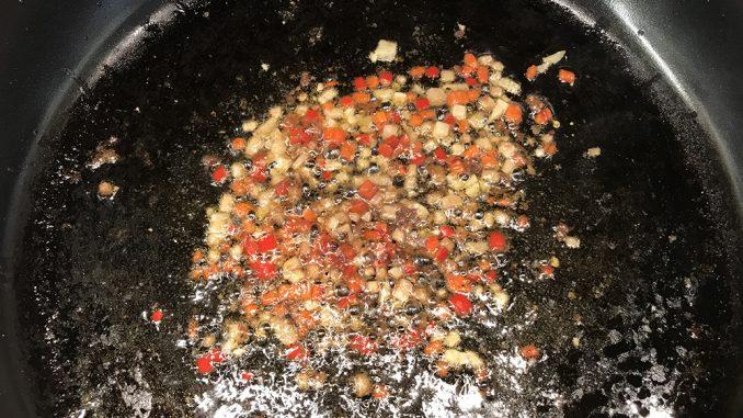 Vitlök, sardeller och chili