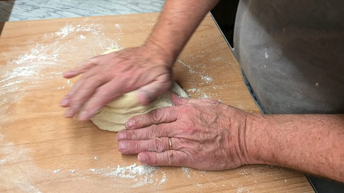 Pizzadegen gör du bäst själv -lätt som en plätt