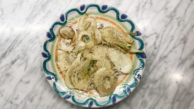 Smörfräst fänkål med vitlök och parmesan