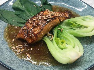 Sotad lax med pak choi och brynt sojasmör -japanska smaker