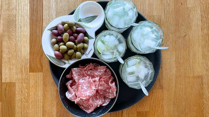 Caipirinha med tryffelsalami & oliver