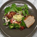 Club sandwich med kyckling, bacon och dragonmajonnäs