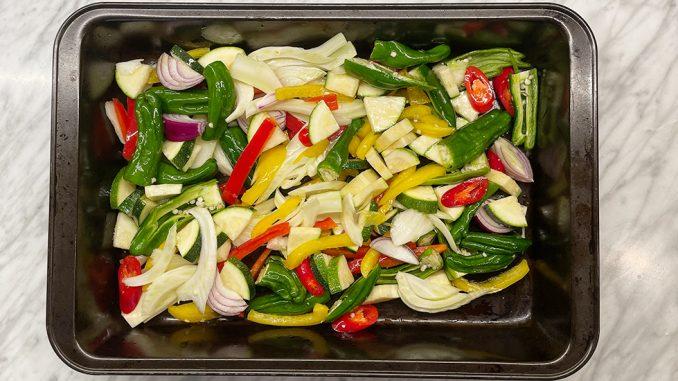 Rostad grönsakssallad -med fänkål, zucchini och flera sorters paprika