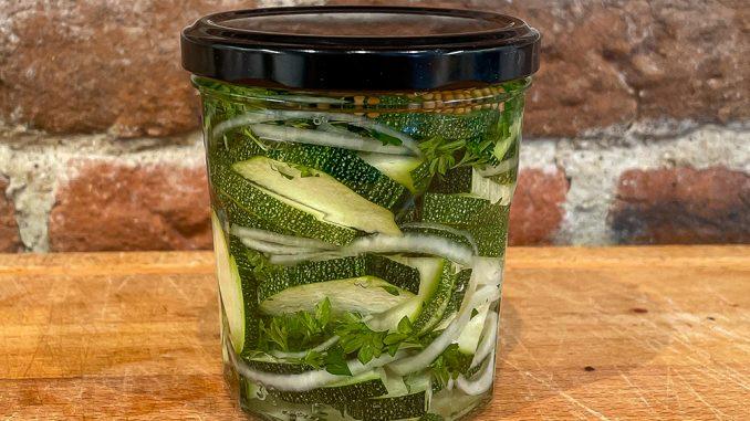Picklad zucchini