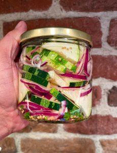 Picklad zucchini & rödlök