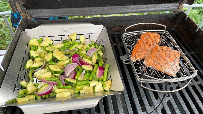 Röding och grönsaker på grillen