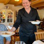 Susanne i serveringstagen