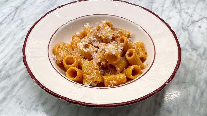 Mezze maniche med tomatsås