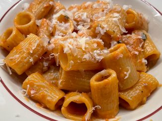 Mezze Maniche med tomatsås -snabbmat på mitt vis